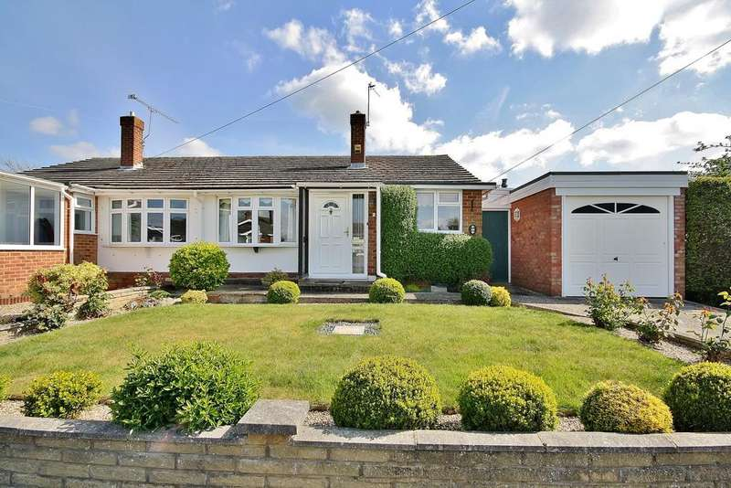 2 Bedrooms Semi Detached Bungalow for sale in Westfield, Woking