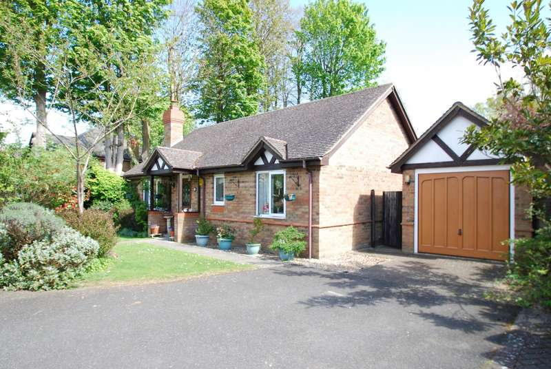 2 Bedrooms Detached Bungalow for sale in Eagle Close, Amersham, HP6