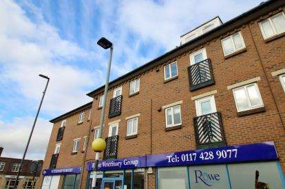 2 Bedrooms Flat for sale in Cabot Court, Gloucester Road North, Filton, Bristol