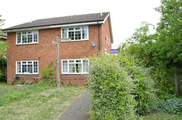 1 Bedroom Semi Detached House for sale in Foxglove Lane, Chessington