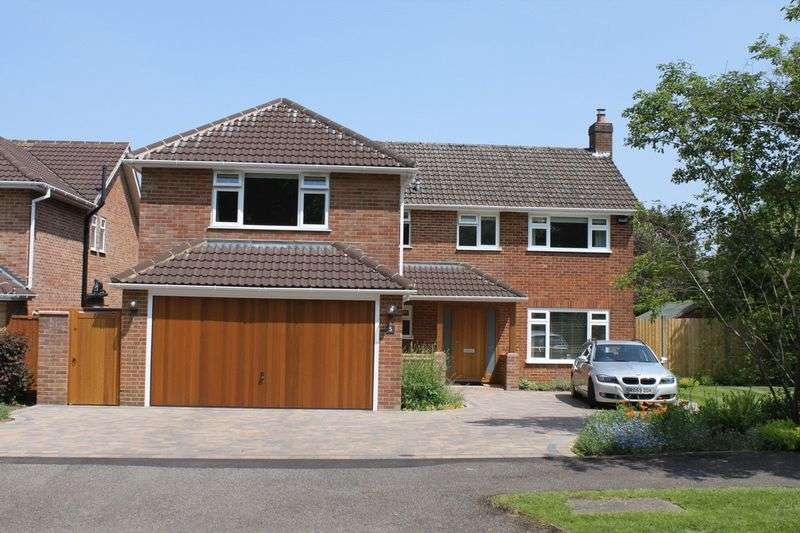 5 Bedrooms Detached House for sale in Amey Drive, Leatherhead