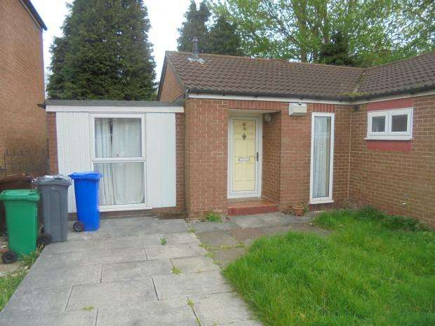 3 Bedrooms Bungalow for sale in Calbourne Crescent, Manchester, M12