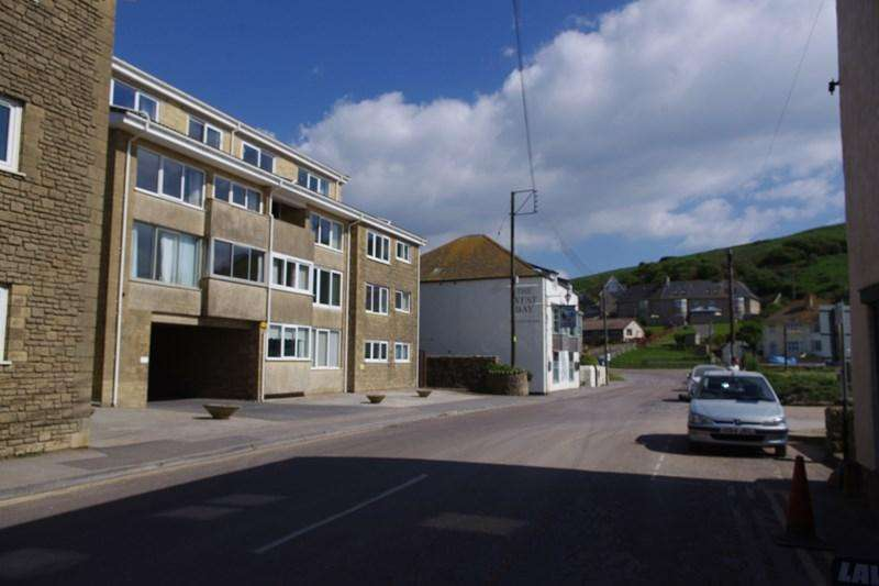 2 Bedrooms Flat for sale in Station Road, West Bay, Bridport