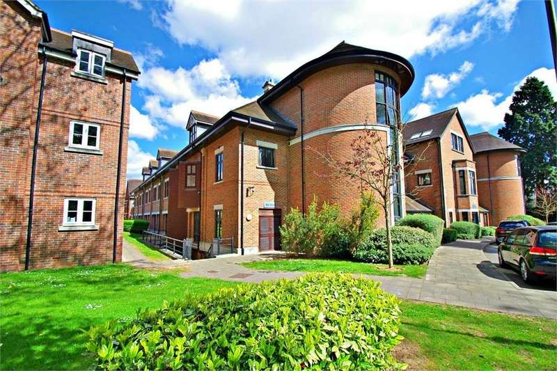 2 Bedrooms Flat for sale in Silas Court, Lockhart Road, WATFORD, Hertfordshire