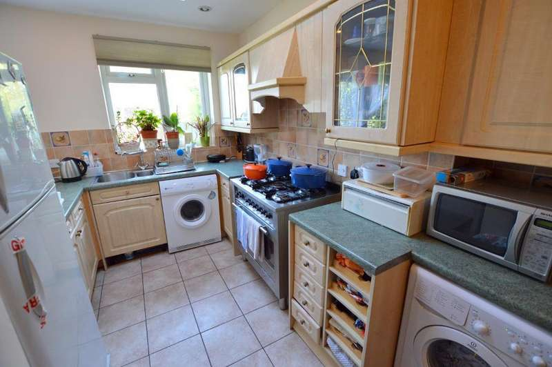 3 Bedrooms Terraced House for sale in Stockingstone Road, Round Green, Luton, LU2 7ND