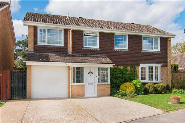 5 Bedrooms Detached House for sale in Wells Avenue, Canterbury