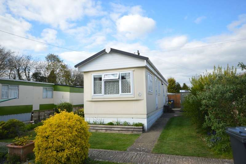 2 Bedrooms Detached Bungalow for sale in Mullenscote Mobile Home Park, Weyhill, ANDOVER, SP11