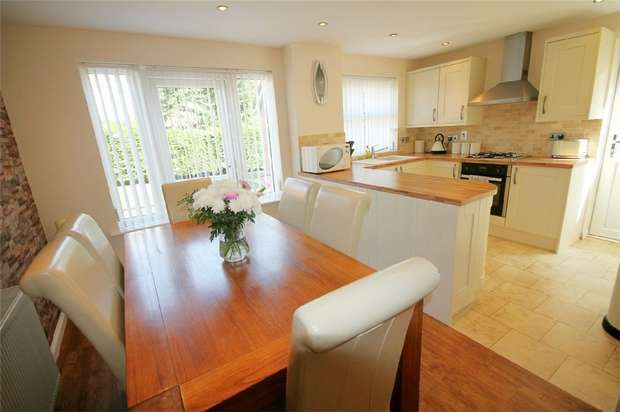 3 Bedrooms Detached House for sale in Broadstone, Poole, Dorset