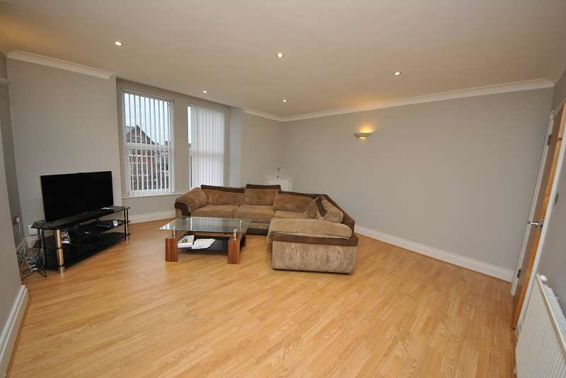 2 Bedrooms Flat for sale in Chambres Road, Southport, Merseyside. PR8 6JQ