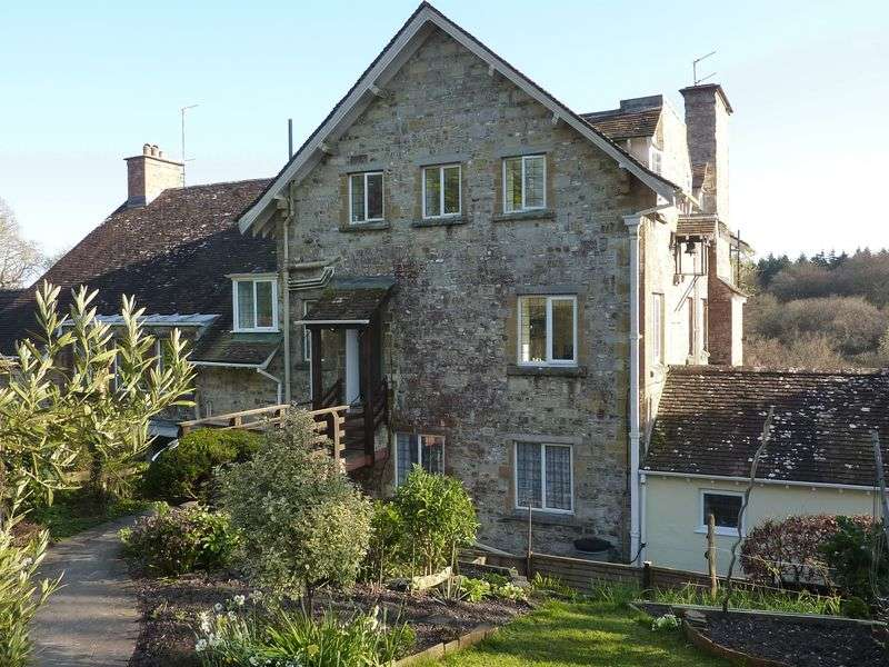 2 Bedrooms Flat for sale in Trinity Hill Road, Axminster
