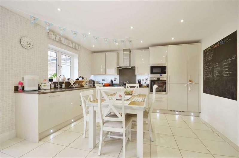 5 Bedrooms Detached House for sale in Kingshill Close, Bushey, Hertfordshire