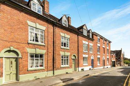 2 Bedrooms Terraced House for sale in Gerrard Street, Warwick, Warwickshire