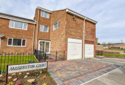 4 Bedrooms Terraced House for sale in Haggerston Court, Newcastle Upon Tyne, Tyne and Wear, NE5