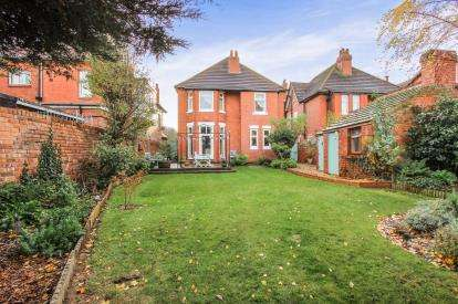 4 Bedrooms Detached House for sale in St. Annes Road East, Lytham St. Annes, Lancashire, England, FY8
