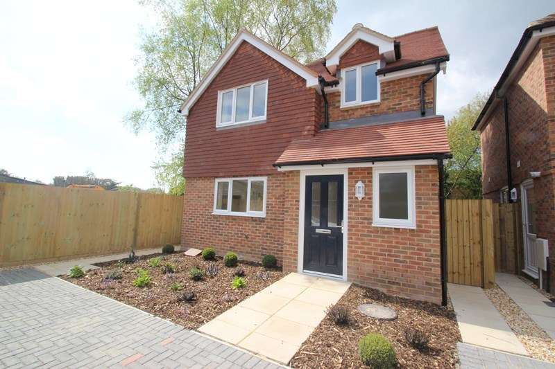 3 Bedrooms Detached House for sale in Southampton Road, Park Gate, Southampton