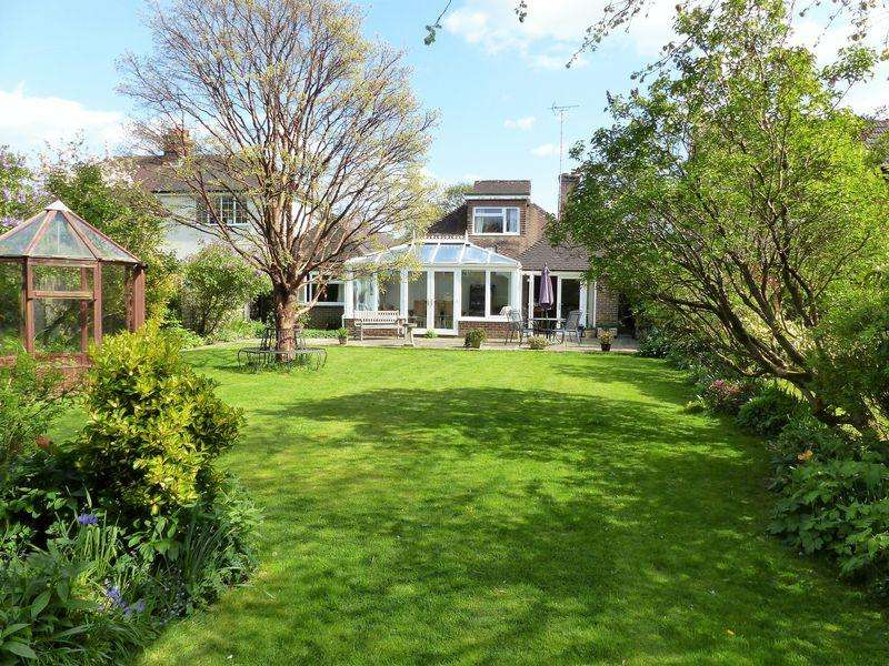 4 Bedrooms Detached Bungalow for sale in Kings Road, Cranleigh