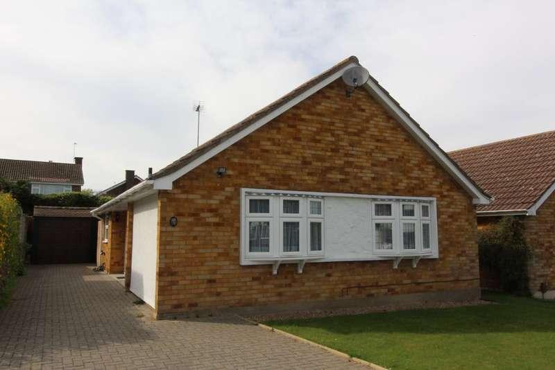 2 Bedrooms Detached Bungalow for sale in Ferndale Way, Farnborough, Orpington, Kent, BR6 7EL