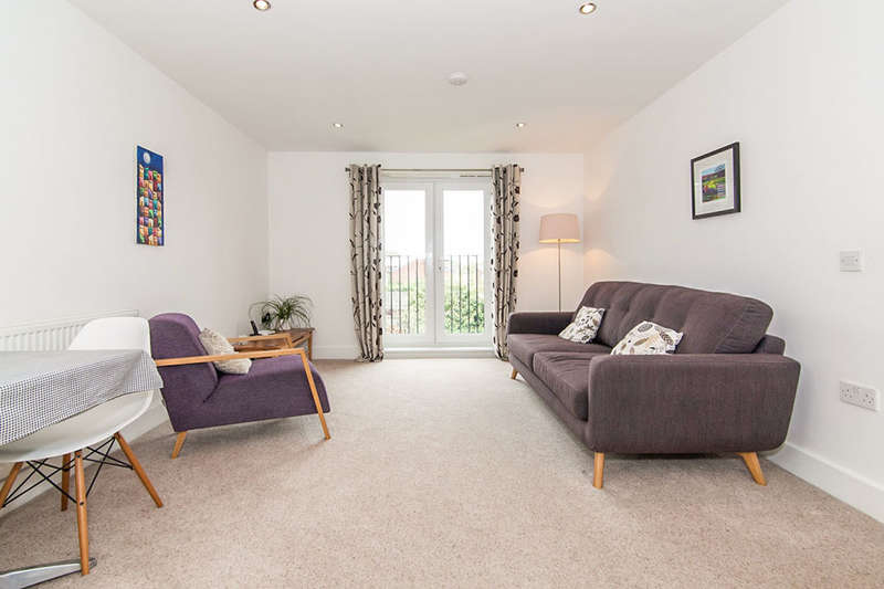 2 Bedrooms Flat for sale in Clifton Road, Monton, Manchester, M30