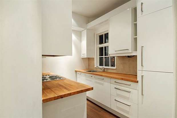 2 Bedrooms Flat for sale in Tower Bridge Road, London
