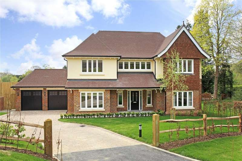 4 Bedrooms Detached House for sale in Oast Road, Oxted, Surrey, RH8