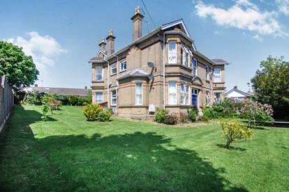 1 Bedroom Flat for sale in 117 Park Road, Cowes, Isle of Wight
