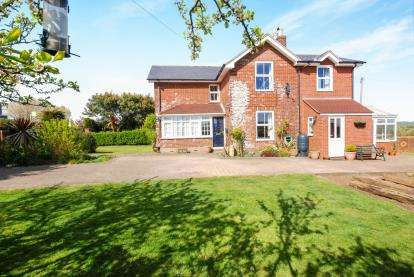 4 Bedrooms Semi Detached House for sale in Newchurch, Sandown, Isle Of Wight