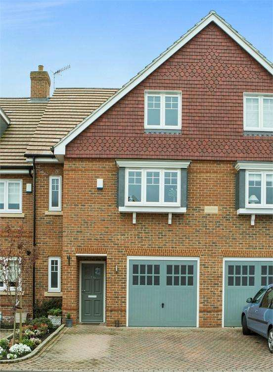 4 Bedrooms Terraced House for sale in Station Road, Shalford, Guildford, Surrey