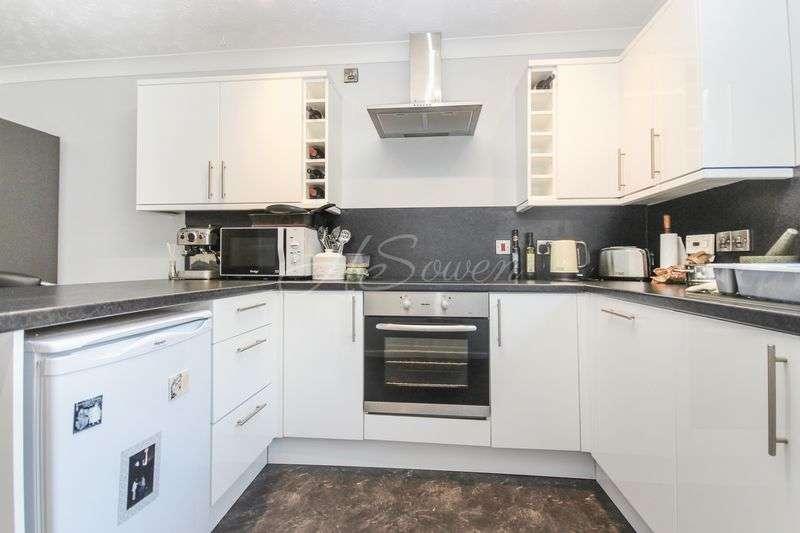 3 Bedrooms Detached Bungalow for sale in Oak Park Avenue, Torquay