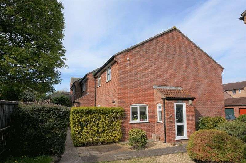 2 Bedrooms Flat for sale in Trent Court, Blackbrook, Taunton
