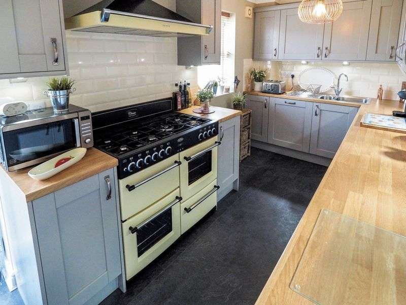 4 Bedrooms Terraced House for sale in Mullein Road, Bicester, OX26 3WF