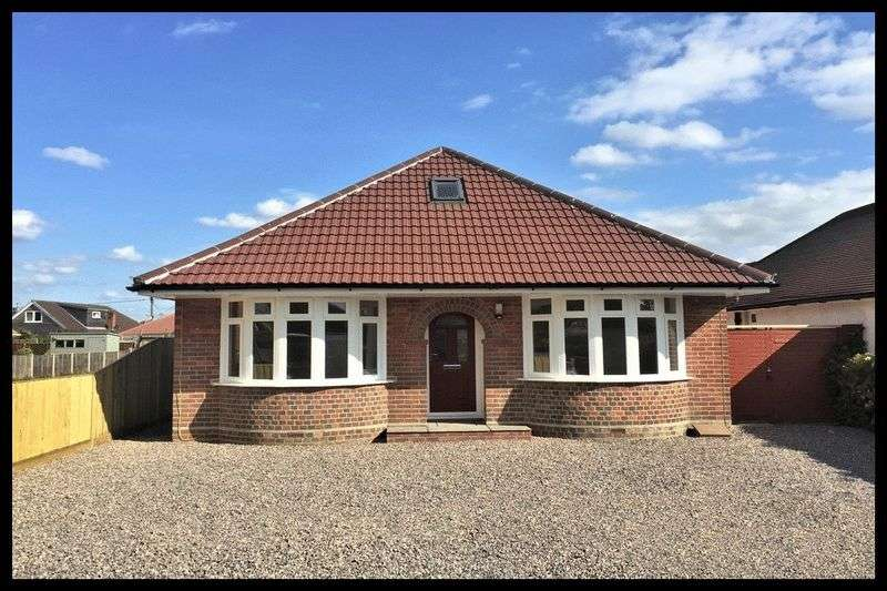 3 Bedrooms Detached Bungalow for sale in Testwood Lane, Totton
