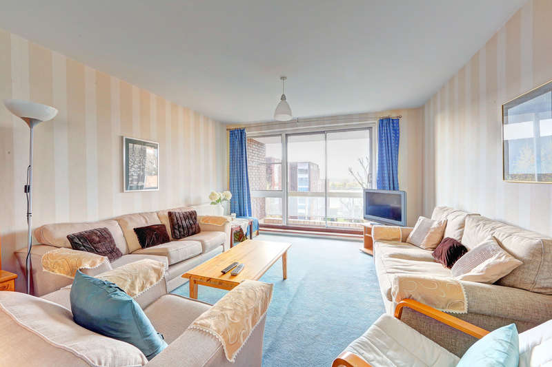 2 Bedrooms Flat for sale in Rosebank, Holyport Road, Fulham, London