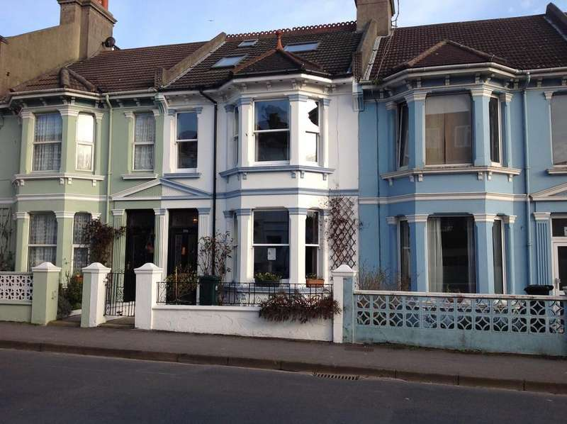 4 Bedrooms Terraced House for sale in Close to Queens Park , Brighton