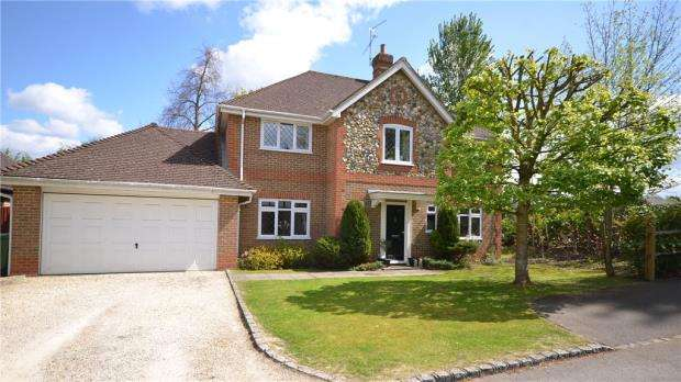 5 Bedrooms Detached House for sale in Ruskin Court, Crowthorne, Berkshire
