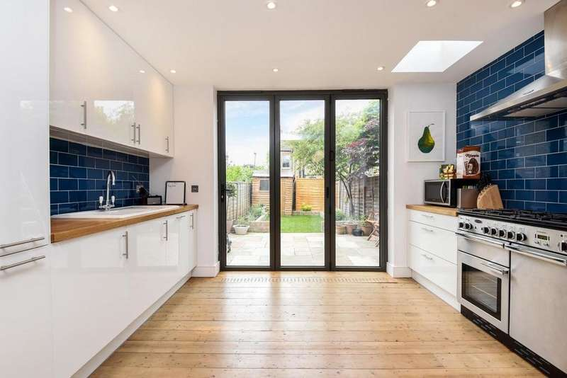 4 Bedrooms Terraced House for sale in Byton Road, Tooting, SW17