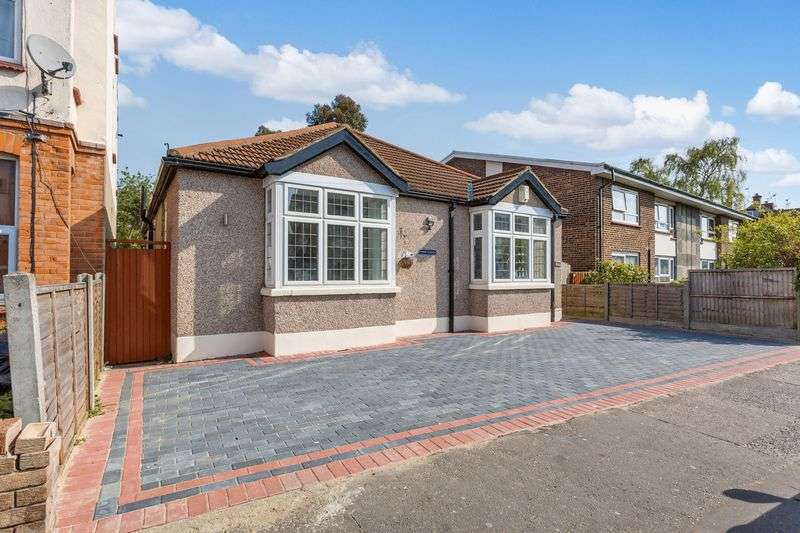 3 Bedrooms Detached Bungalow for sale in Westborough Road, Westcliff-On-Sea
