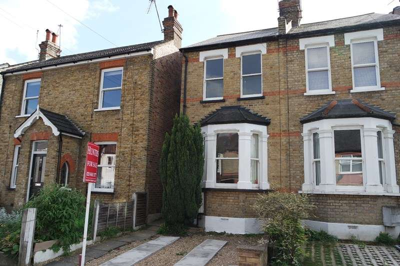 2 Bedrooms Semi Detached House for sale in Crescent Road, New Barnet