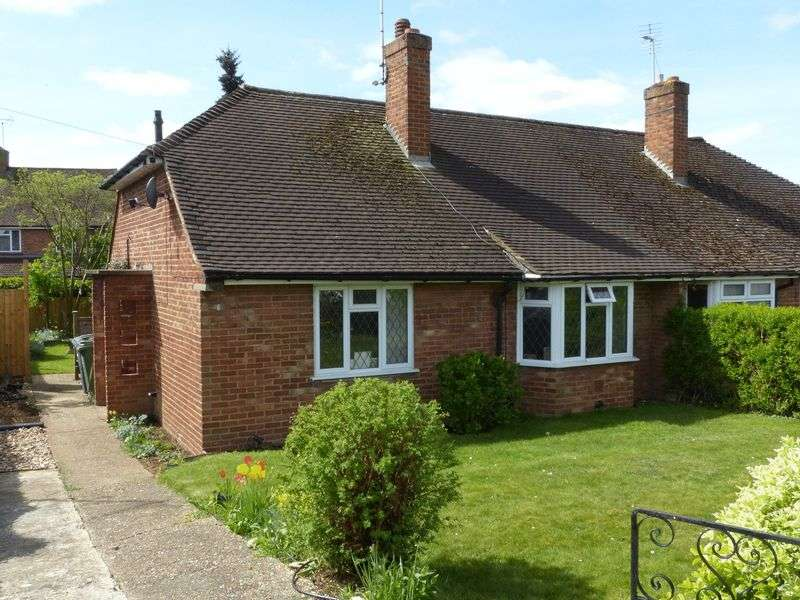 2 Bedrooms Semi Detached Bungalow for sale in Bourne End