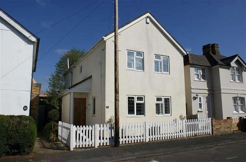 3 Bedrooms Detached House for sale in Spencer Road, Cobham, Surrey, KT11