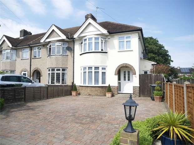 3 Bedrooms Semi Detached House for sale in First Avenue, Ewell