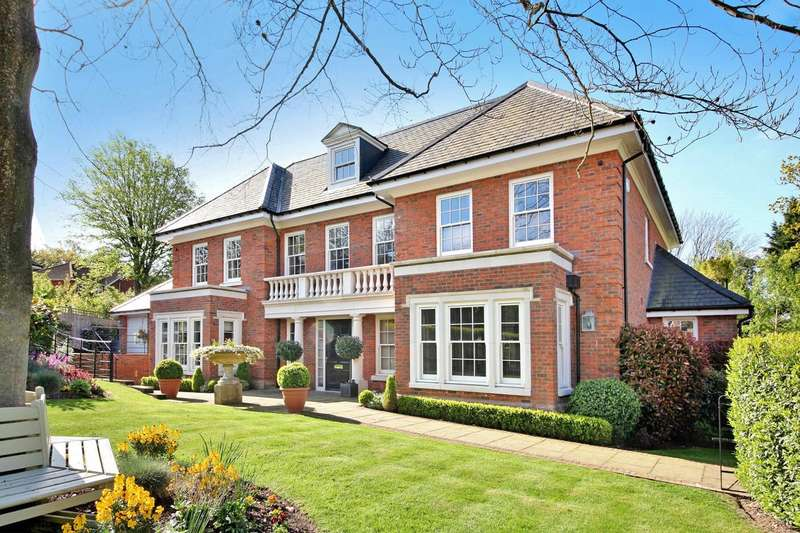 5 Bedrooms Detached House for sale in Oakwood Place, Gerrards Cross, SL9