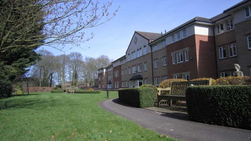 2 Bedrooms Serviced Apartments Flat for sale in Minster Court, Bracebridge Heath, Lincoln, LN4 2TS