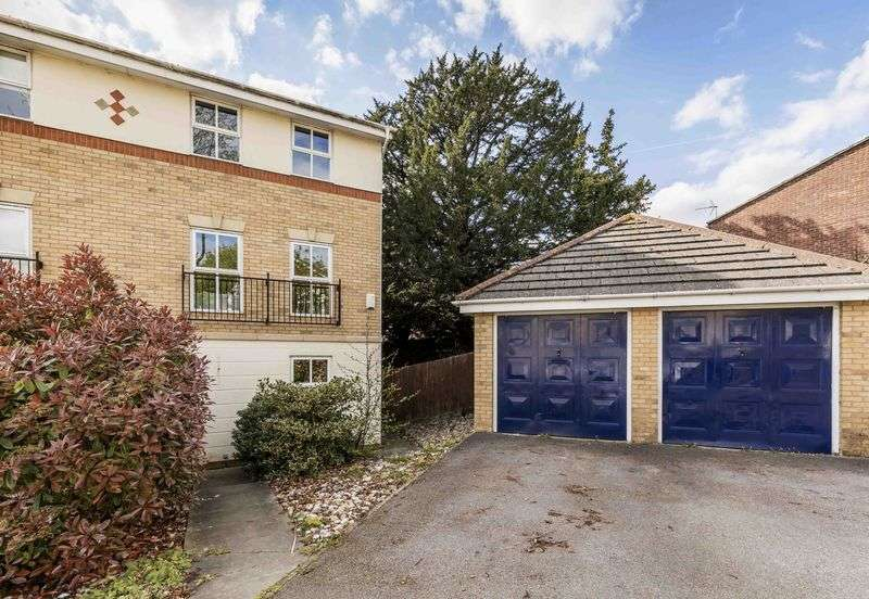 4 Bedrooms Semi Detached House for sale in Copper Beech Drive, Farlington