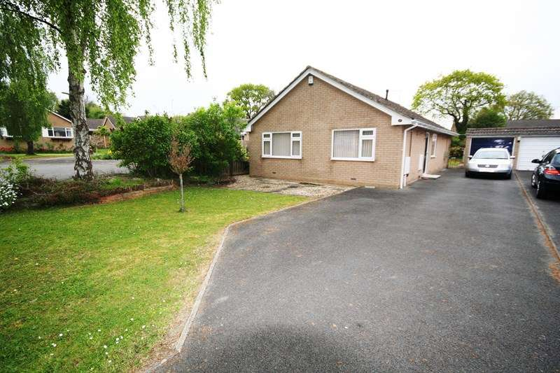 3 Bedrooms Bungalow for sale in Paddock Close, Lytchett Matravers, Poole