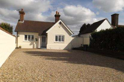 3 Bedrooms Bungalow for sale in Lambourne End, Romford, Essex