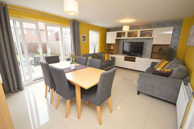 4 Bedrooms Detached House for sale in Knights Close, Widnes