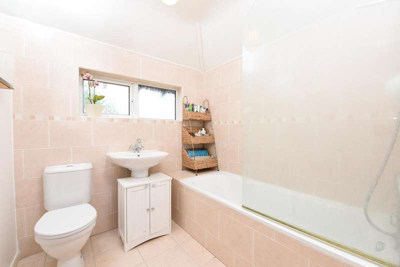 2 Bedrooms Semi Detached House for sale in Molesey Road, HERSHAM KT12