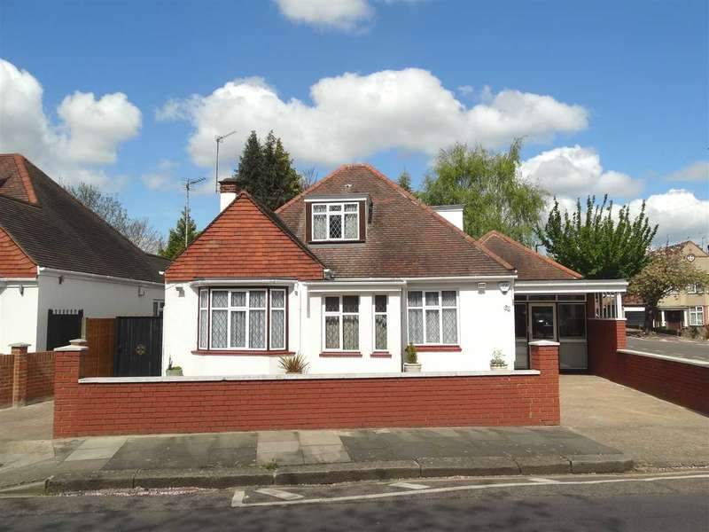 4 Bedrooms Detached House for sale in St Mary's Crescent, Osterley