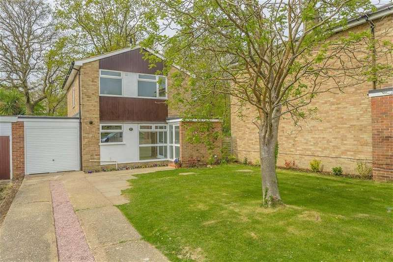 3 Bedrooms Detached House for sale in Hazelwood Road, Hurst Green, Surrey