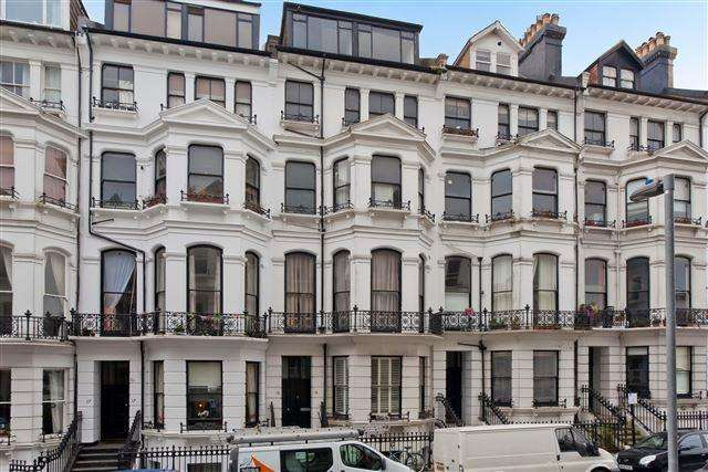 2 Bedrooms Flat for sale in St. Michaels Place, Brighton